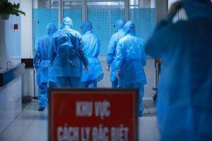 Một bác sĩ ở Bệnh viện Bệnh Nhiệt đới Trung ương được xác định dương tính nCoV, là nhân viên y tế đầu tiên ở Việt Nam bị lây nhiễm chéo, sáng 23/3